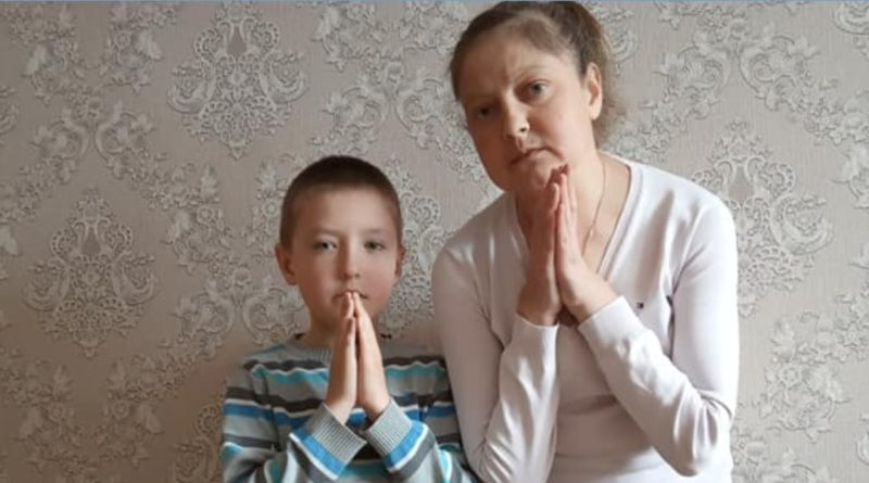 """Відео. """"Слізно благаю, допоможіть маленькому хлопчику врятувати маму. Вона в нього одна."""""""