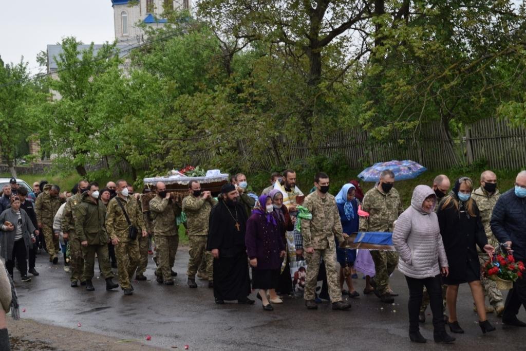 Йому було всього 24..Україна в сльозах..В останню Дорогу…Страшенний біль Матері..Плакало все село…Помоліться..Фото