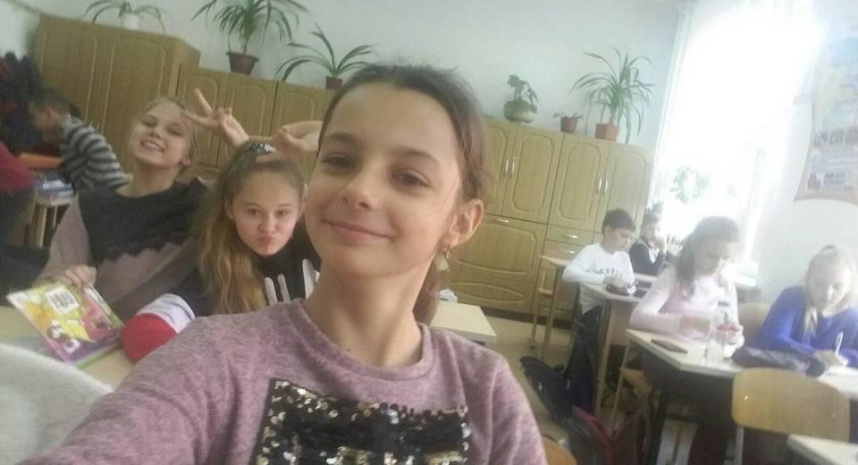 Дідусь лежав на землі, але всі проходили повз, крім 10-річної Яни…Шана та похвала дівчинці