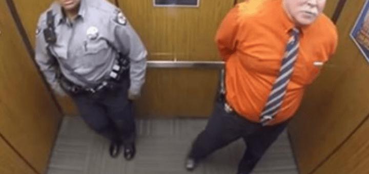 Вони залишилися в ліфті одні. Коли камера зловила їх на гарячому, це миттю розлетілася по Мережі!