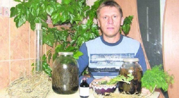 Вилікувавши батька почав лікувати людей: В Україні проживає травник, який лікує найстрашнішuй недуг