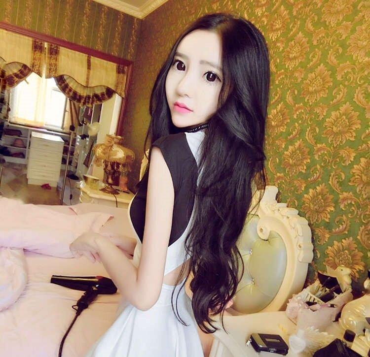 """20-кілограмова китаянка говорить, що харчується тільки пилком і медом, щоб виглядати """"ідеально"""""""