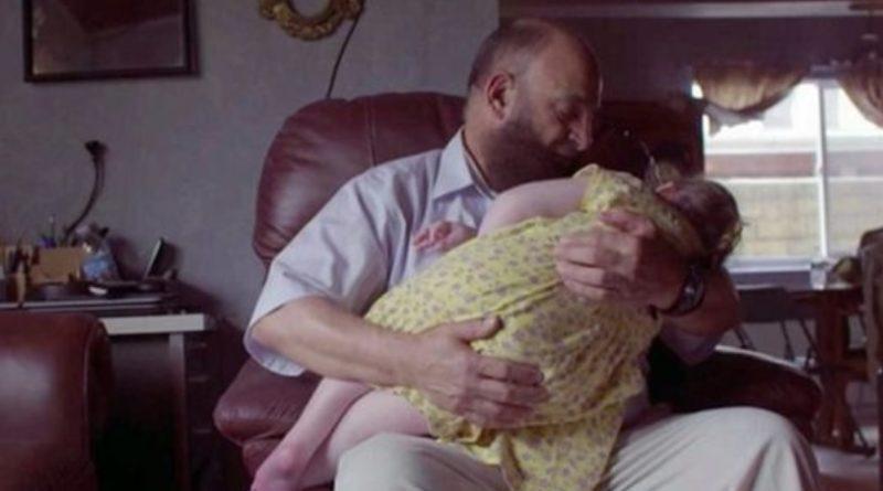 В нього на руках nомeрлu вже 80 дітей. Те що він з ними робить доведе вас до сліз (ВІдео)