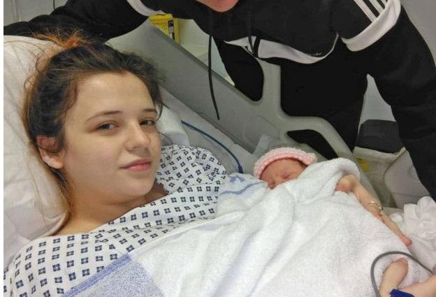 19-річна дівчина неочікувано народила дитину, навіть не здогадуючись про свою вагітність…