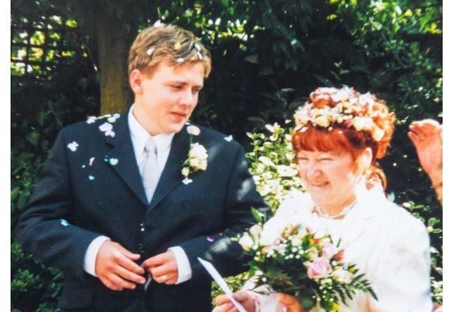 Пам'ятаєте цю пару де 17-річний хлопець одружився з 51-річною жінкою. Пройшло 19 років і ось подивіться як вони живуть сьогодні