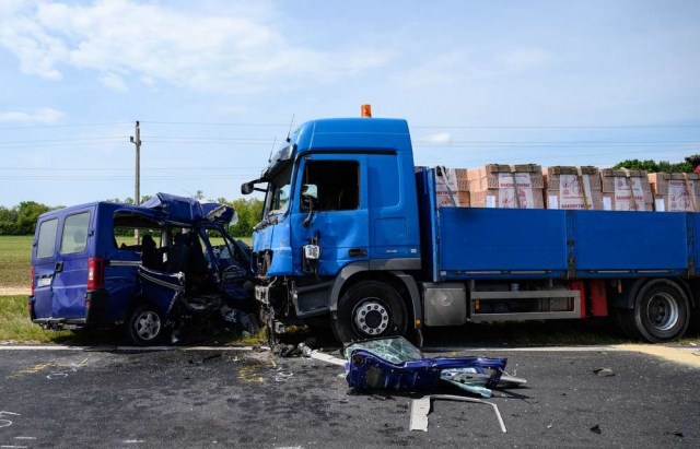 Страшна ДТП в Угорщині: 5 заробітчан заruнуло після зіткнення з вантажівкою (ФОТО)