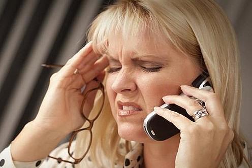 Шоста ранку. Сплю, нікого не чіпаю. Дзвонить телефон: — Доброго ранку! Я k0ханка вашого чоловіка. Ми разом уже більше року. Він з вами не має щастя. Відпустіть його, майте хоч краплю гордості