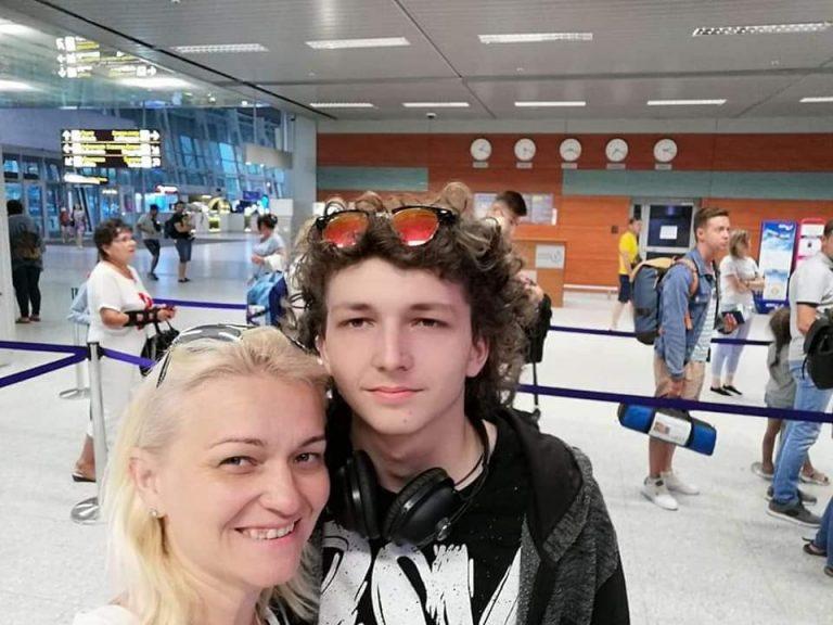 """""""Ракові клітини з'їли за три дні"""": 19-річний Володимир помер від страшної хвороби. Встиг попрощатися з мамою"""