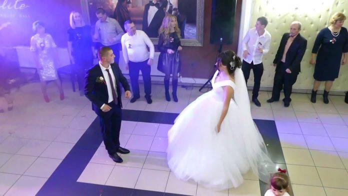 Після вінчання в ресторані молодий привселюдно заявив нареченій, що любить іншу. Вона була в залі і він на неї показав..
