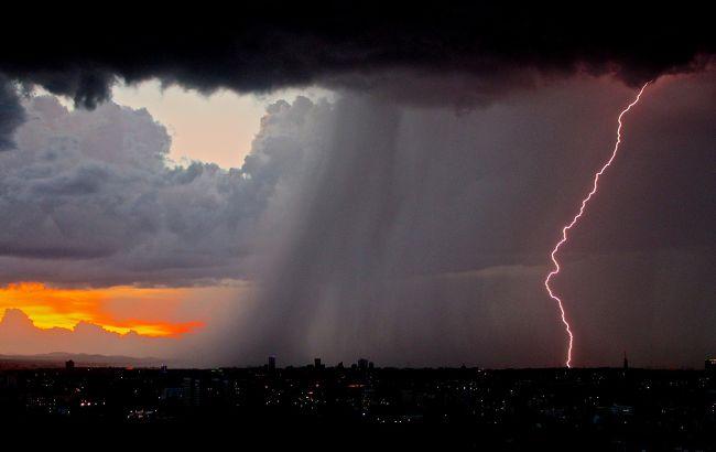 Україну накриє новий циклон і прийде похолодання: метеорологи щойно змінили прогноз