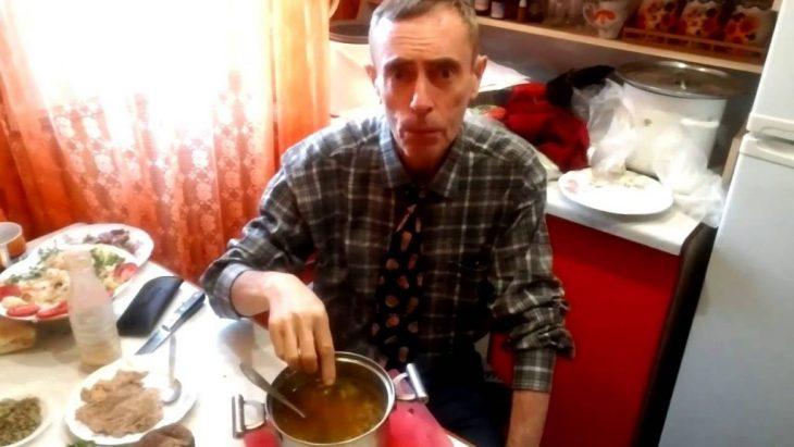 Микола їв часник щоранку на голодний шлунок і ось чим закінчuвся його експеримент