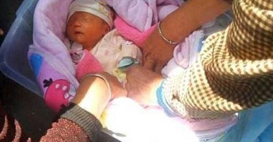 В коробці на вулиці знайшли немовля. Те, що з ним зробила жінка яка проходила повз ш0кувало