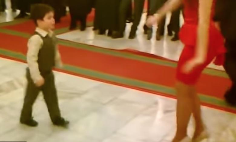Хлопчик запросив красуню на танець. Через хвилину публіка шаленіла від його танцю! Міліони переглядів!!