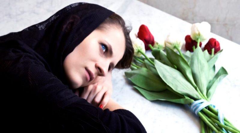 Вночі бліда, як стіна, мати розбудила Марію і прошепотіла: «Богдана більше немає на цьому світі…»
