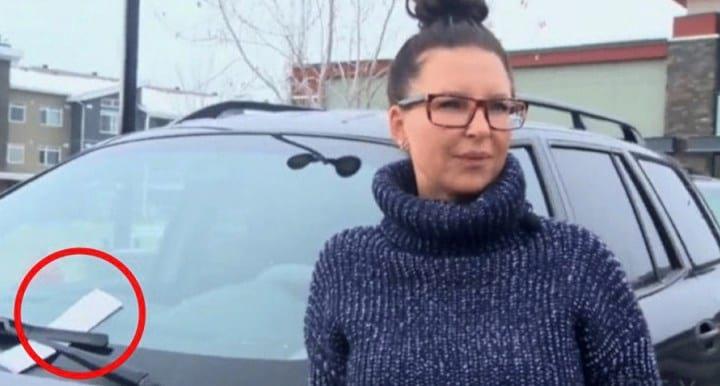 Жінка випила зайвого, тому залишила авто на стоянці, а вранці вона знайшла записку