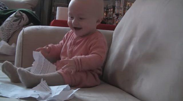 Цей малюк розсмішить вас і забезпечить хорошим настроєм на весь день!