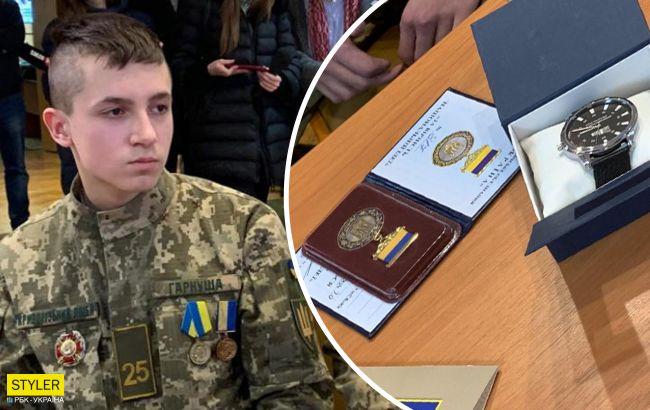 """Вперше в історії України орден """"За мужність"""" отримав 17-річний хлопець: втратив частину руки, але врятував 5 дітей…"""