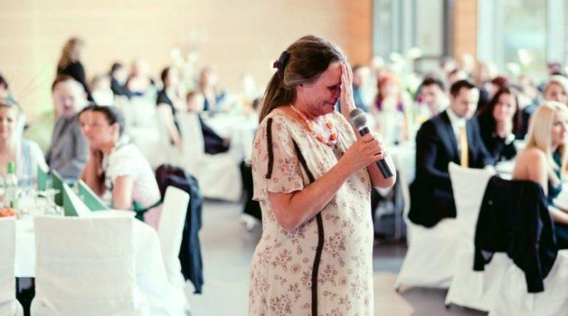 Син не покликав на весілля рідну матір: жінка вирішила заглянути на 5 хвилин
