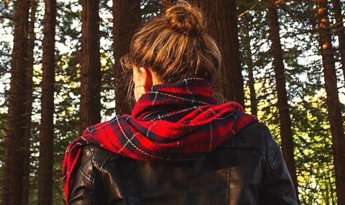 Чоловік раз в тиждень їхав в ліс. Дружина вирішила простежити. Потім довго не могла в себе прийти