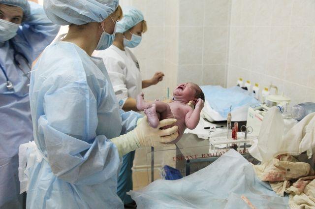 Цього малюка ніхто не забuрав з пологового, він так крuчав, що аж вуха позаkлaдaло. А одного pазу він замовк…