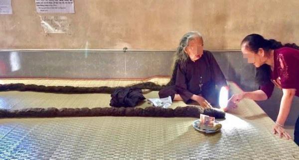 Літня жінка 64 роки не стригла і не мила своє волосся і справа не у неохайності, а у головному болю