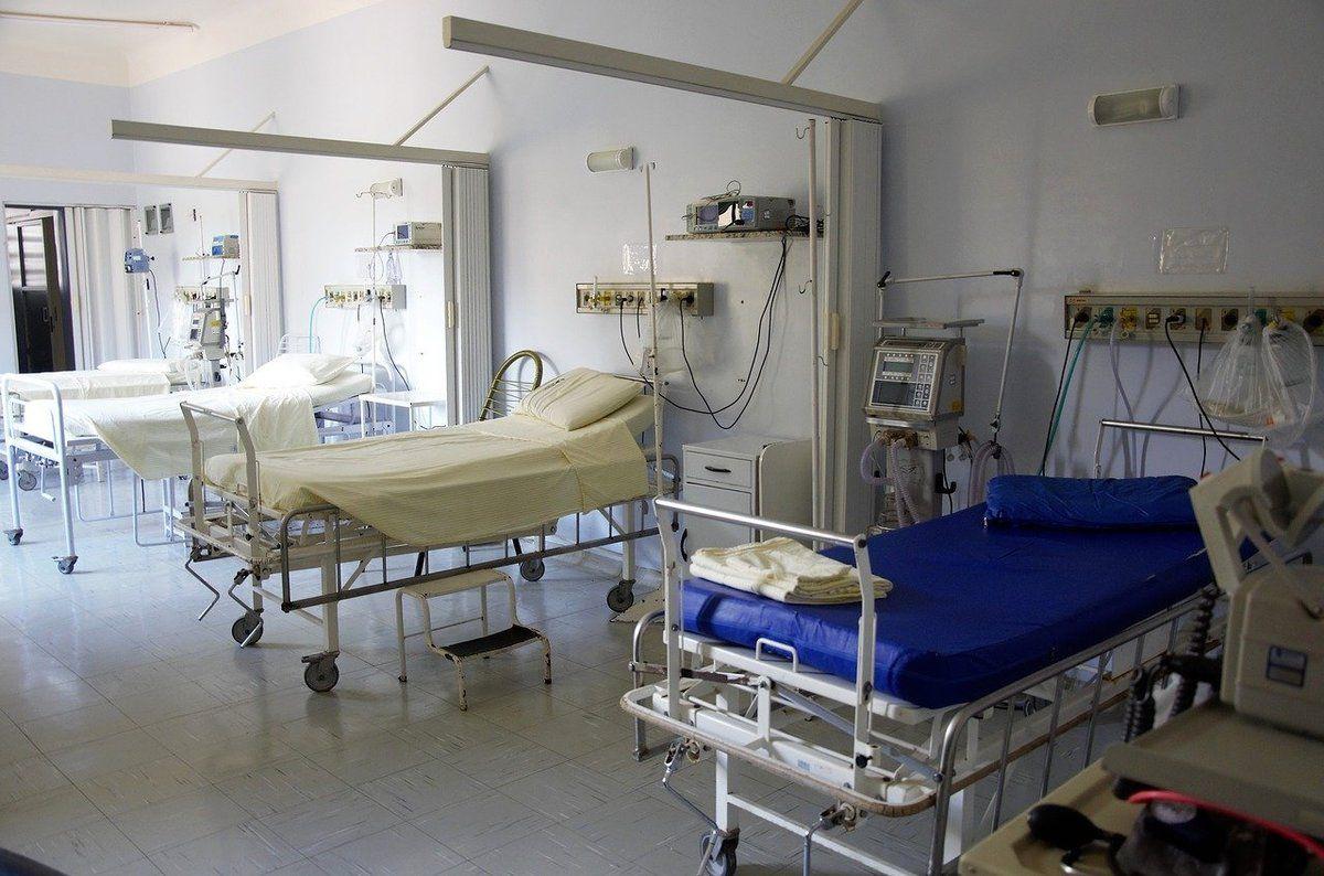 Анекдот дня: Лікарня «Швидкої допомоги». Лікар заходить в палату і починає оглядати хворих — у всіх травма голови