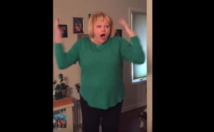 Більше 10 млн. переглядів! Реакція мами, яка зрозуміла, з ким прийшов додому її син! (Відео)