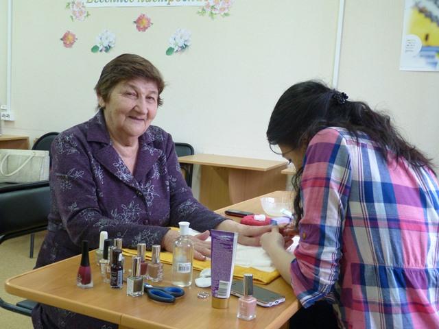 Ця старенька попросила очистити їй нігті. Але те, що зробила медсестра, вразило весь Інтернет…