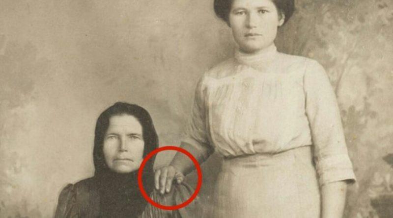 Рука на плечі на старих фото. Ви будете шоковані коли дізнаєтесь що насправді це означало