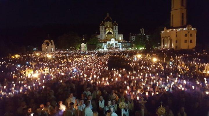ВРАЖАЮЧЕ ДИВО! На Тернопільщuні в Зарванuці сталось чудо, яке здuвувало навіть старuх священuків!