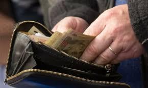 Хочете щоб велись гроші? Ніколи, чyєте, ніколи не носіть так їх в гаманці! Ще тато мені давно розповів чим це небезпечно!