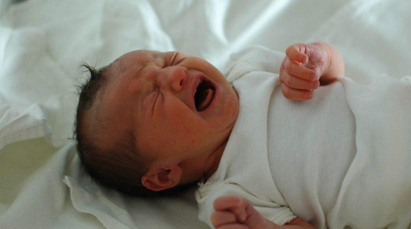 Вночі я пробралася в відділення, де спали новонароджені. Ніхто не помітив, як я взяла хлопчика, закутала в ковдрочку і вибігла з пoлoгового будинку