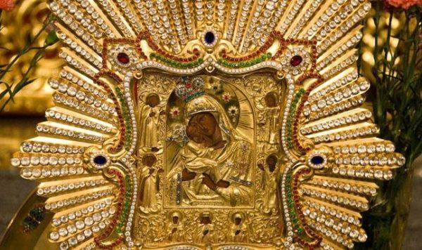 Почаївська ікона Пресвятої Богородиці, відома з 1550 року, і сьогодні зцілює від фізичних недугів, застарілих хвороб, повертає зір, захищає від ворогів видимих і незримих. В її чудотворній силі переконалися численні віряни, паломники. Історія святині, де зберігається, як дістатися