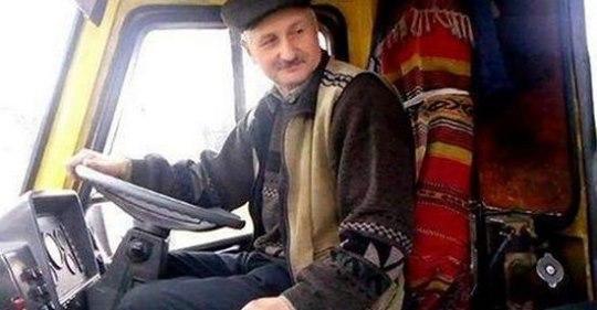 """Реготали всі люди: в автобус """"Калуш-Львів"""" заходить бабуся і одразу підходить до водія"""