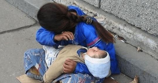 Чому дитина завжди спить на руках у жебраків. Ви ніколи не замислювалися? А я вам розкажу…
