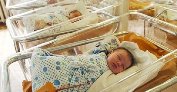 Як тільки мати побачила кого народила, вона відразу відмовилася від малюка