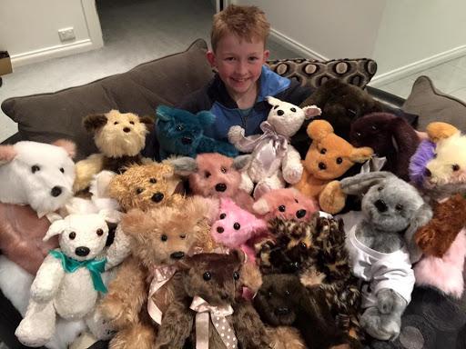 12-річний хлопчик шиє іграшки для онk0xворих дітей