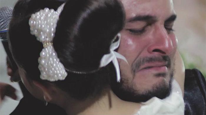 Наречений заявив нареченій, що любить іншу прямо на весіллі. Він вказав на неї, і ніхто не зміг стримати сліз