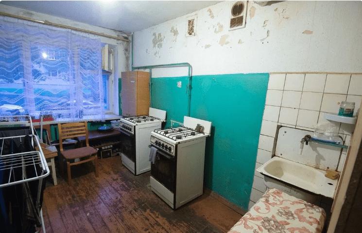 Захотівши в столицю, хлопець купив 11-метрову кімнату в комуналці. Зробив ремонт і розмістив все необхідне