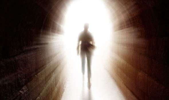 Навіть коли близька людина відійшла у вічність – вона поруч з нами. Ось 8 найбільш поширених ознак того, що вони поряд