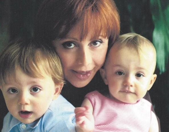 Жінка народила близнюків в 57. Як вони виглядають через 16 років