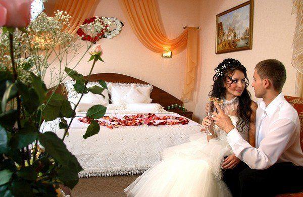 У першу шлюбну ніч дружина і чоловік домовилися нікому не відкривати двері. Алe тe, що сталося потім, змінило чоловіка назавжди!