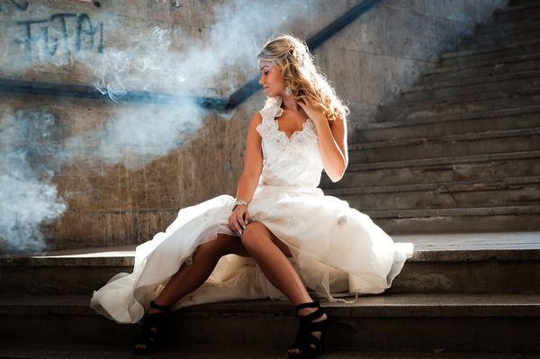Дівчина провела ніч після весілля в під'їзді. Тільки вранці вона дізналася, чим весь цей час займався її наречений