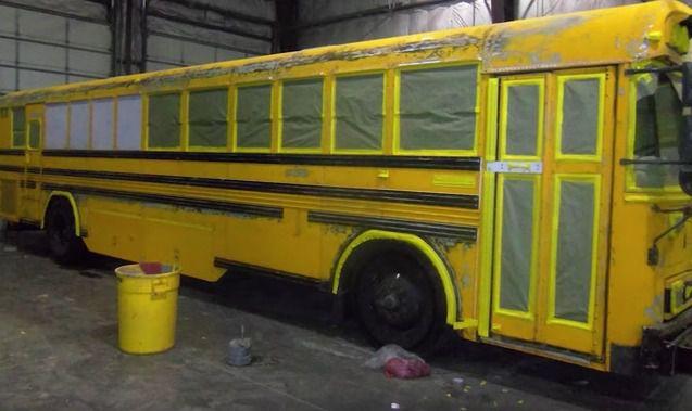 Чоловік мешкає з дружиною та трьома дітьми у шкільному автобусі. Але коли ви побачите інтер'єр – не повірите своїм очам!