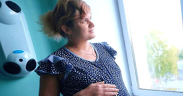 Від почутого у мене з рук випала кружка: моя свекруха видала: «Я вагітна. Не знаю від кого »