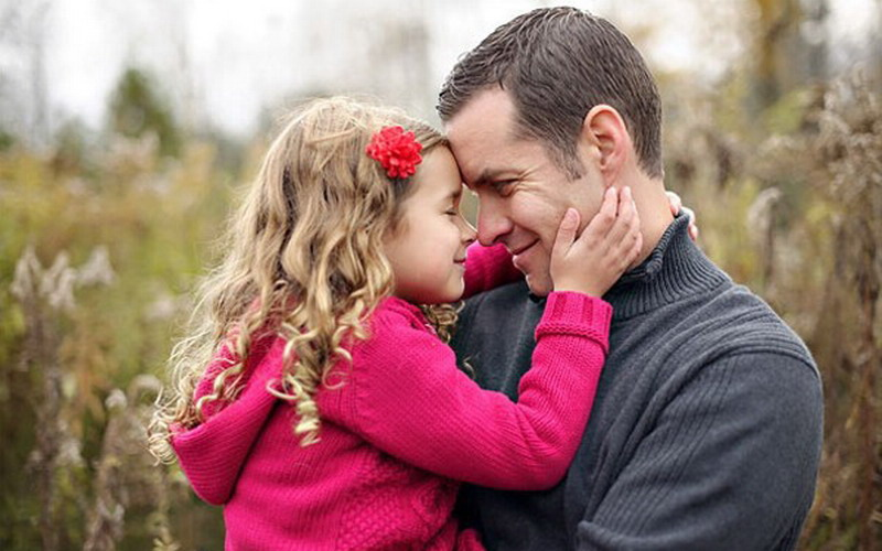Жінка вирішила, що дівчинка командує своїм татом. Але його відповідь вона не забуде ніколи!Задумайтесь!