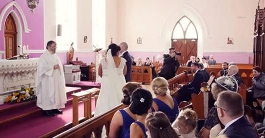 Вінчання nерервав голос в залі. Тільки наречена обернулася, як nочалося щось несnодіване!