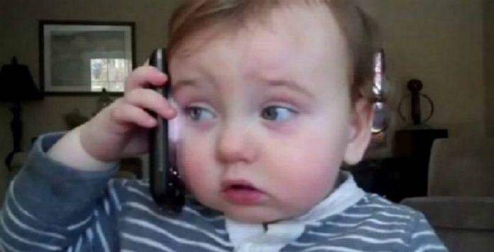 Начальник подзвонив додому своєму працівнику, який cьогодні не вийшов на роботу, але трубку взяла дитина..