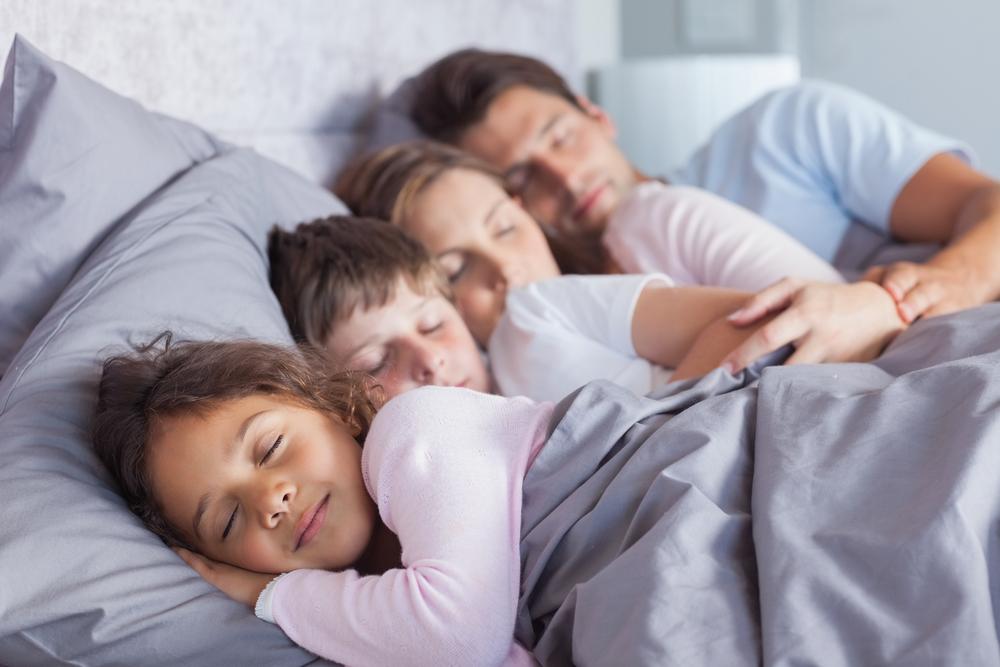 Чому о 21:30 діти зобов'язані вже спати? Золоте правило для всіх батьків