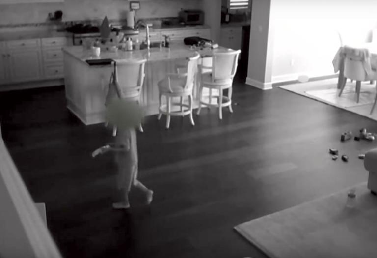 Няня почула шум нагорі. Перевіривши відео з прихованих камер, батько втратив дар мови!